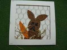 Dat is leuk! thema lente, boerderij en huisdieren. een konijnenhok met echt gaas.