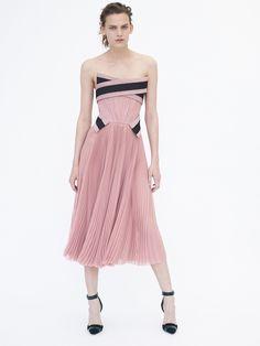 J Mendel Resort 2016 Look 17 of 32 Dolly Fashion, Pink Fashion, Runway Fashion, Fashion 2016, Kohls Dresses, Nice Dresses, Long Dresses, Marchesa, Fashion News
