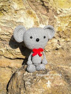 Crocheted by AmigurumisFanClub. Free pattern!!! http://www.amigurumisweb.com.ar/html_pag/raton_boxeador_amigurumis.html