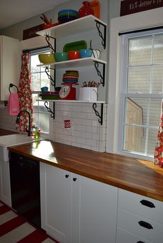 Open shelves in the kitchen by newlywoodwards, via Flickr