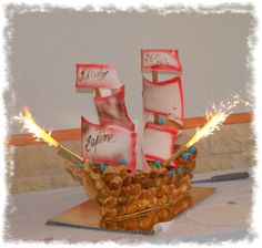 Pièce montée bateau pirate Bateau Pirate, Croquembouche, Scrapbooking, Birthday Candles, Pirates, Cake Decorating, Desserts, Diy, Sailors