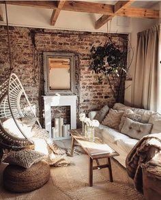 Suivez notre compte @eldotravo pour de l'inspiration déco, travaux et rénovation !  Je crois qu'on a un léger coup de foudre pour les murs en pierre 🙈et la déco épurée/cocooning... et vous ? Vous êtes dans quel mood déco en ce moment ?! Plus dans l'ancien rénové ou le chic moderne ? 📸 : @marzena.marideko 🤍#eldotravo