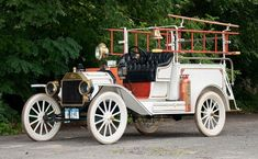 1913 Ford Model T itfaiye kamyonu Cool Trucks, Fire Trucks, Cool Cars, Antique Trucks, Vintage Trucks, Ford Motor Company, Ambulance, Fire Equipment, Rescue Vehicles