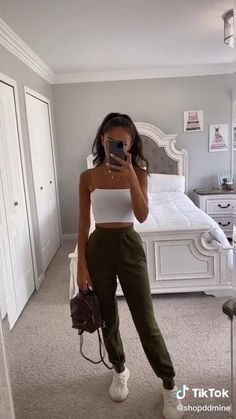 Cute Lazy Outfits, Mom Outfits, Teen Fashion Outfits, Pretty Outfits, Stylish Outfits, Cute Outfits With Sweatpants, Cute Simple Outfits, Joggers Outfit, Ladies Fashion