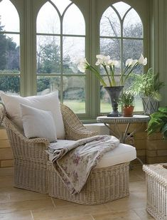 Inspiring Sunroom Furniture Design Ideas - Your sunroom is unique and probably the most sophisticated place in your home which should surely have special furniture to suit the settings. The exc. Small Conservatory Furniture, Conservatory Ideas Sunroom, Conservatory Ideas Interior Decor, Sunroom Furniture, Family Room Furniture, Furniture Design, Conservatory Interiors Small, Sunroom Decorating, Decorating Ideas
