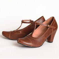 chelsea crew brown heels