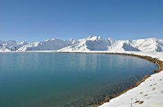 Merveilleux lacs de montagne. Holding the high altitude above the Savoyard village of Valloire, the area of the Lac de la Vieille is well known snowboarders.