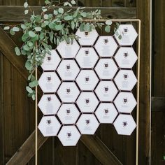 A seating chart is a must for weddings if you have many people invited. Many couples make creative and chic wedding seating charts highlighting the wedding . Seating Plan Wedding, Wedding Signage, Wedding Table, Wedding Seating Display, Seating Plans, Diy Inspiration, Wedding Inspiration, Seating Cards, Table Seating Chart