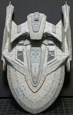 ____ Class Starship (pic 1) I don't know who the modeler is, but it's a really cool concept.