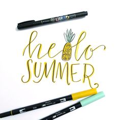 Lauren Fitzmaurice of shows you how to add simple summer doodles to your lettering using Tombow brush pens! Tombow Brush Pen, Tombow Markers, Tittle Ideas, Summer Calligraphy, Brush Lettering Quotes, Summer Drawings, Summer Journal, Bullet Journal Banner, Scrapbooking