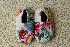 so pretty! Vintage fabric leather sole baby booties 0-3 months