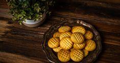 Egyszerű és gyors omlós keksz recept | Street Kitchen Poutine, Dessert Recipes, Desserts, Penne, Almond, Chips, Cookies, Kitchen, Food