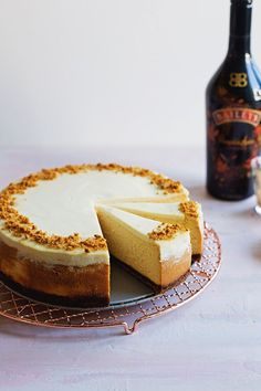 Baileys Pumpkin Spice Cheesecake | These creamy treat is perfect for fall!