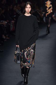 Valentino Fall 2015 Ready-to-Wear Fashion Show - Yuan Bo Chao
