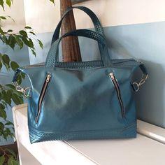 """Dewynter sandra sur Instagram: Coucou tout le monde 👐 Voici le petit dernier, sac """"Java"""" de #sacotin# tout vêtu de bleu métallisé 🤗 Bientôt disponible à la vente…"""