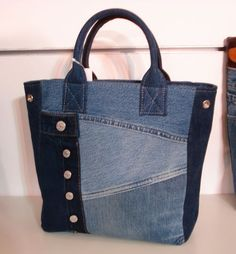 Denim tote bag. Love the hardware details.