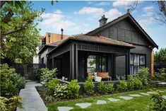 Ideas for house paint exterior colour schemes dulux Black House Exterior, Bungalow Exterior, Exterior Paint Colors For House, Grey Exterior, Exterior Cladding, Exterior Design, Colonial Exterior, Exterior Homes, Siding Colors