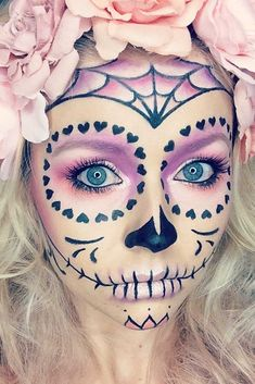Sugar skull makeup is not something that everyone will be able to replicate. But… Sugar skull makeup is not something that everyone will be able to replicate. But once you master the art, there will be no turning back! In a good sense. Unique Halloween Makeup, Halloween Makeup Sugar Skull, Sugar Skull Costume, Halloween Skull, Halloween Costumes, Diy Halloween, Vintage Halloween, Cute Halloween Nails, Halloween Decorations