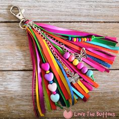 Colorful faux leather tassel again! Look how Xanabella Faux Leather turn out to tassel. Colorful faux leather tassel again! Look how Xanabella Faux Leather turn out to tassel. Diy Ribbon, Ribbon Crafts, Leather Tassel, Leather Fabric, Leather Sheets, Ribbon Bookmarks, Diy Keychain, Wrapping Ideas, Diy Crafts To Sell