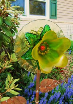 glass garden art flower yard art art glass by ADelicateTouch1   - Another pin closer to a million pins! Wrhel.com