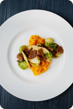 Frl. Moonstruck kocht!: Kürbispüree mit Rosenkohl-Maronen-Gemüse und Croutons