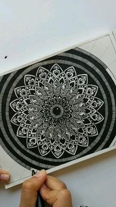 Mandala Art Lesson, Mandala Doodle, Mandala Artwork, Mandala Stencils, Mandala Painting, Doodle Art Drawing, Cool Art Drawings, Mandala Drawing, Watercolor Mandala