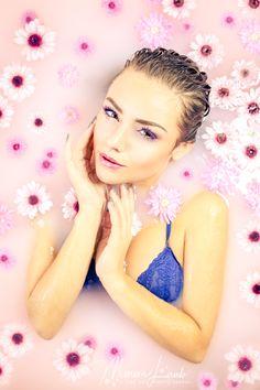 Badewannen Shooting #whirlpool #badewanne #badewannenshooting #photoshooting #flowershooting #portrait #bathtub #shooting #tessa8mann #beauty