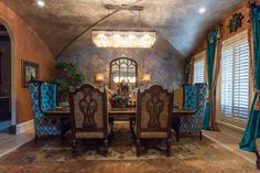 I try not to toot my horn too much, but this is a room in a #Dallas #home redesign that I am really pleased with. I could definitely see myself eating in this space. http://donnamossdesigns.com/ | #DonnaMossDesigns #DonnaDecoratesDallas #DinignRoom #Design