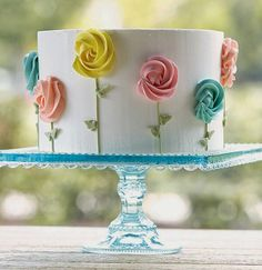 I love this simple cake design! Very pretty, just photo Gorgeous Cakes, Pretty Cakes, Cute Cakes, Cake Decorating Tips, Cookie Decorating, Cake Decorating For Beginners, Petit Cake, Spring Cake, Small Cake