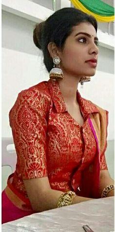 Choli Blouse Design, Saree Blouse Neck Designs, Fancy Blouse Designs, Designer Blouse Patterns, Beautiful Blouses, Indian Style, Kurtis, Bulbs, Sarees