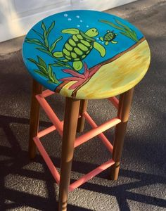 15 ideas for painted wicker furniture to decorate your home Futuristic Cool Painted Stool Inspirations - futuristic architectureWonderfully painted stool paintedfurniture Hand Painted Stools, Painted Wooden Chairs, Whimsical Painted Furniture, Hand Painted Furniture, Painting Wicker Furniture, Diy Kids Furniture, Funky Furniture, Chair Painting, Furniture Outlet