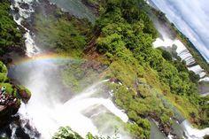 イグアスの滝① from Iguazu Fall,Argentina. 北米のナイアガラの滝、アフリカのヴィクトリアの滝に並び、世界三大瀑布の一角をなす南米のイグアスの滝。アルゼンチンとブラジルの二国にまたがり、ブラジル側では全景を眺めることができ、アルゼンチン側ではより至近距離でこの大迫力を堪能することができる...