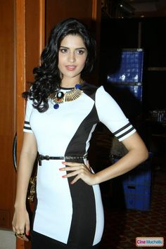 Deeksha Seth Latest Photos - Cine Muchatlu