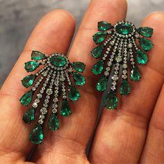 Emerald earrings with white diamonds set in black gold #earrings #emerald #green #smeraldi #orecchini #diamond #gems #jewelry #style #moda #love #fashion #luxury #money #bling #handmade #bespoke #like4like #photooftheday #girl #instagood #roma #rome #italy #italia #viafrattina #gioielleriamartini