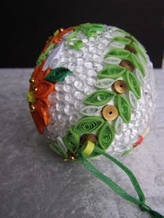 Inny świat JOTKI: Ozdobne jajo wielkanocne. Quilling, Christmas Bulbs, Easter, Holiday Decor, Nails, Diy, Bedspreads, Finger Nails, Christmas Light Bulbs