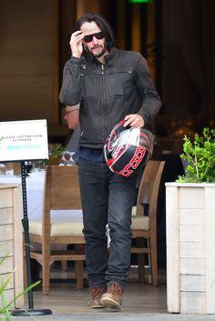 🙃 😛 Keanu Reeves Back in LA After Penning Deal in Brazil - Hollywood Pipeline Keanu Reeves John Wick, Keanu Charles Reeves, Keanu Reeves Motorcycle, Keanu Reeves Quotes, Keanu Reaves, Streetwear, Hot Hunks, Hollywood Actor, Good Looking Men