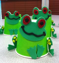 Rainforest Theme - Red-Eyed Tree Frogs www.letsgetreadyforkindergarten.com
