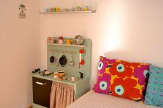 Wooden toy kitchen (macarenabilbao.com) #woodentoy #woodenkitchen #macarenabilbao