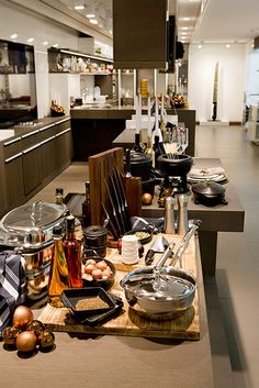 zwilling filiale in paris boutique zwilling lisa phillips barton phillips staub store. Black Bedroom Furniture Sets. Home Design Ideas