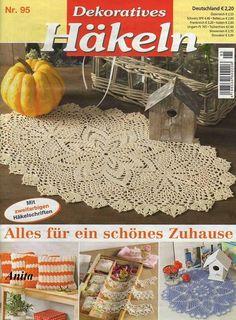 "Photo from album ""Dekoratives Hakeln on Yandex. Crochet Mat, Crochet Dollies, Crochet Mandala, Crochet Home, Thread Crochet, Love Crochet, Knitting Magazine, Crochet Magazine, Knitting Books"