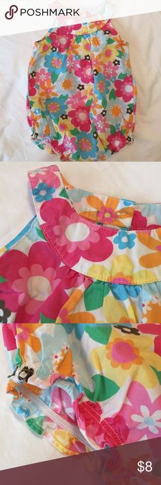 👭[Carter's] flower bubble Buttons in back. Snaps in stride. Elastic around legs. Carter's One Pieces