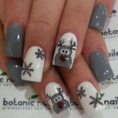 grey-white-reindeer-snowflakes-nails