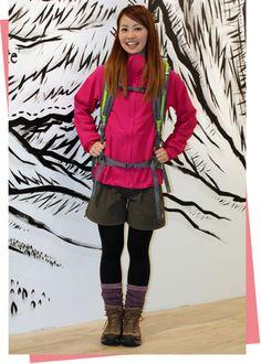 ひとつの色を際立たせるのもテクニック。 Hiking Boots Outfit, Hiking Outfits, Mountain Wear, Mountain Fashion, Outdoor Fashion, Outdoor Clothing, Fashion Gallery, Outdoor Outfit, Travel Style