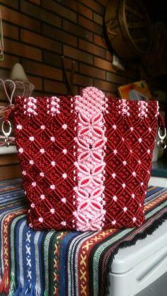 Kreasiku Macrame Purse, Macrame Projects, Crochet Purses, Crochet Accessories, Knitting Stitches, Paracord, Smocking, Diy And Crafts, Sling Bags