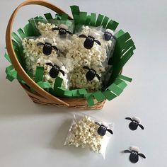 Skal i holde fest? Eller trænger jeres popcorn bare til en make-over? Søde Frode Får popcornsposer med skabelon på bloggen idag #diy #frodefår #fødselsdag #fest #uddeling #popcorn #shuanthesheet #fantasifabrikken_insta Ramadan, Popcorn Bar, Baby Love, Christening, Easter, Cooking, Breakfast, Birthday, Holiday