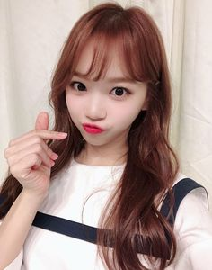 "I'm IZ*ONE's Chaewon. Fans that made me able to promote in IZ*ONE! From now on, I will work hard to show you all a good impression! I miss you all"" Kpop Girl Groups, Kpop Girls, Yuri, Ulzzang, Korean Girl, Asian Girl, Sakura Miyawaki, Gfriend Sowon, Japanese Girl Group"