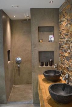 Wax-concrete bath rough palm Archzinefr, Bathroom decoration model with Italian shower walls made of anthracite gray concrete with built-in shelves. Rustic Bathrooms, Small Bathroom, Master Bathroom, Modern Bathrooms, Concrete Shower, Concrete Bathroom, Bathroom Design Luxury, Modern Bathroom Design, Bathroom Designs