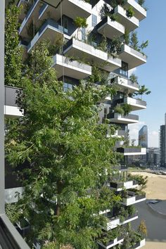 Bosco Verticale Boeri Studio (Stefano Boeri, Gianandrea Barreca, Giovanni La Varra)  Italian architect Stefano Boeri designed this high-rise apartment buildings using trees and vegetation for its façade. 'Bosco Verticale' uses this design structure in two towers in Milan, Italy,  which house 900 mature trees.
