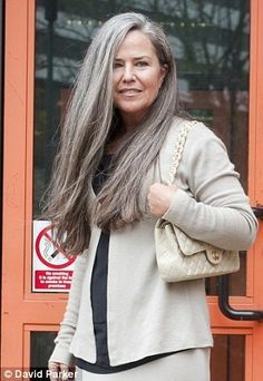 Stark's trial for stealing painting is delayed so she can meet the Dalai Lama Koo Stark - Love her long gray hair.mine will look much like this grown in!Koo Stark - Love her long gray hair.mine will look much like this grown in! Silver Haired Beauties, Silver White Hair, Grey Hair Inspiration, Long Gray Hair, Beautiful Old Woman, Corte Y Color, Pelo Natural, Ageless Beauty, Going Gray