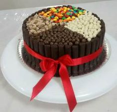 Chocotorta- Torta Decoradas Con Golosinas- Brownie-tartas - $ 250,00 Birthday Cakes, Manga, Halloween, Desserts, Food, Chocolate Desserts, Cake Birthday, Anniversary Cakes, Tailgate Desserts